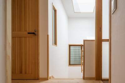 階段室を見る (木造耐火でつくる木の住まい~国産材でつくる~)