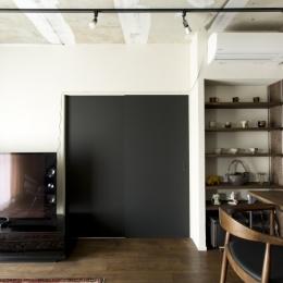 n邸・どこか懐かしい雰囲気に包まれて暮らす (リビング(黒板塗装))