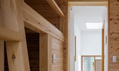 子供室より階段を見る|木造耐火でつくる木の住まい~国産材でつくる~