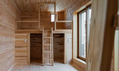 木造耐火でつくる木の住まい~国産材でつくる~ (兄弟それぞれのロフトスペースをもつ子供室)