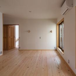 木造耐火でつくる木の住まい (壁天井和紙張りの寝室)