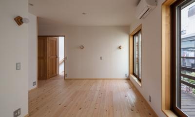 木造耐火でつくる木の住まい~国産材でつくる~ (壁天井和紙張りの寝室)
