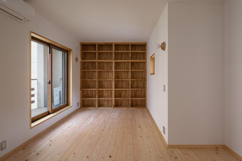 木造耐火でつくる木の住まいの部屋 寝室の書斎コーナー