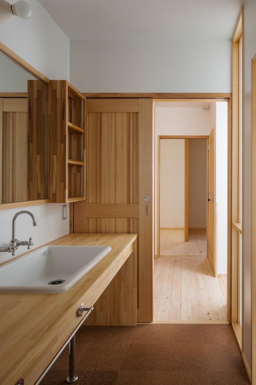 木造耐火でつくる木の住まいの部屋 理科流しを使用した洗面