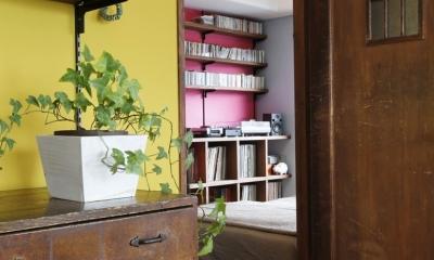 リビングからの書斎兼寝室|S邸・Shine&colorful HOME