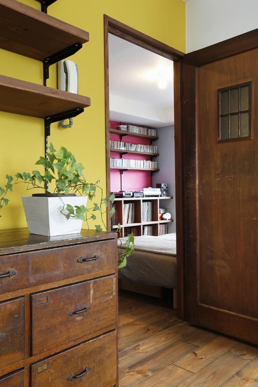 S邸・Shine&colorful HOMEの部屋 リビングからの書斎兼寝室
