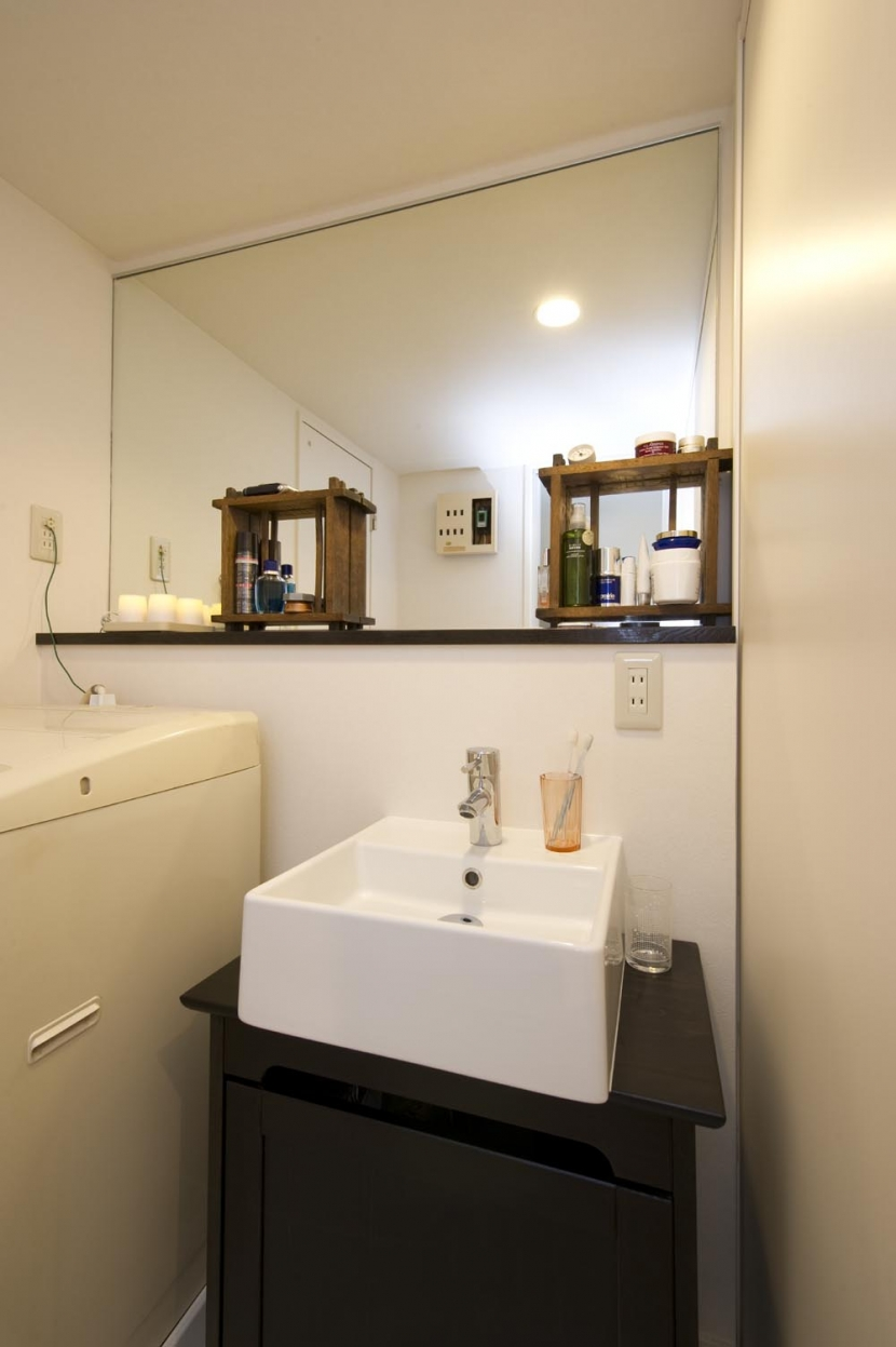 nr邸・アンティークな家具たちが映えるお部屋にの写真 洗面所