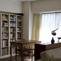 nr邸・アンティークな家具たちが映えるお部屋に (書斎スペース)