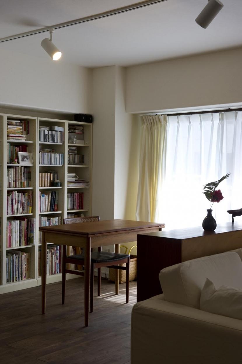 nr邸・アンティークな家具たちが映えるお部屋にの写真 書斎スペース