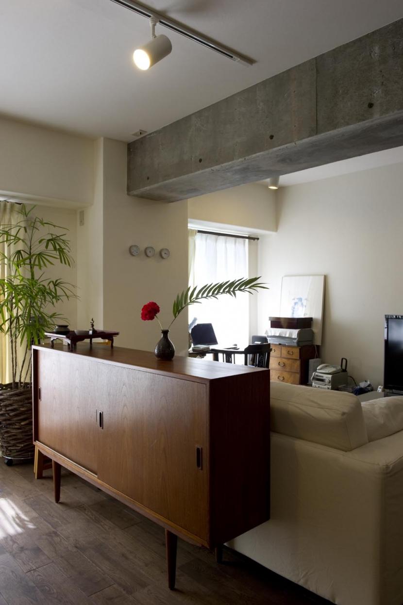 nr邸・アンティークな家具たちが映えるお部屋にの部屋 リビング