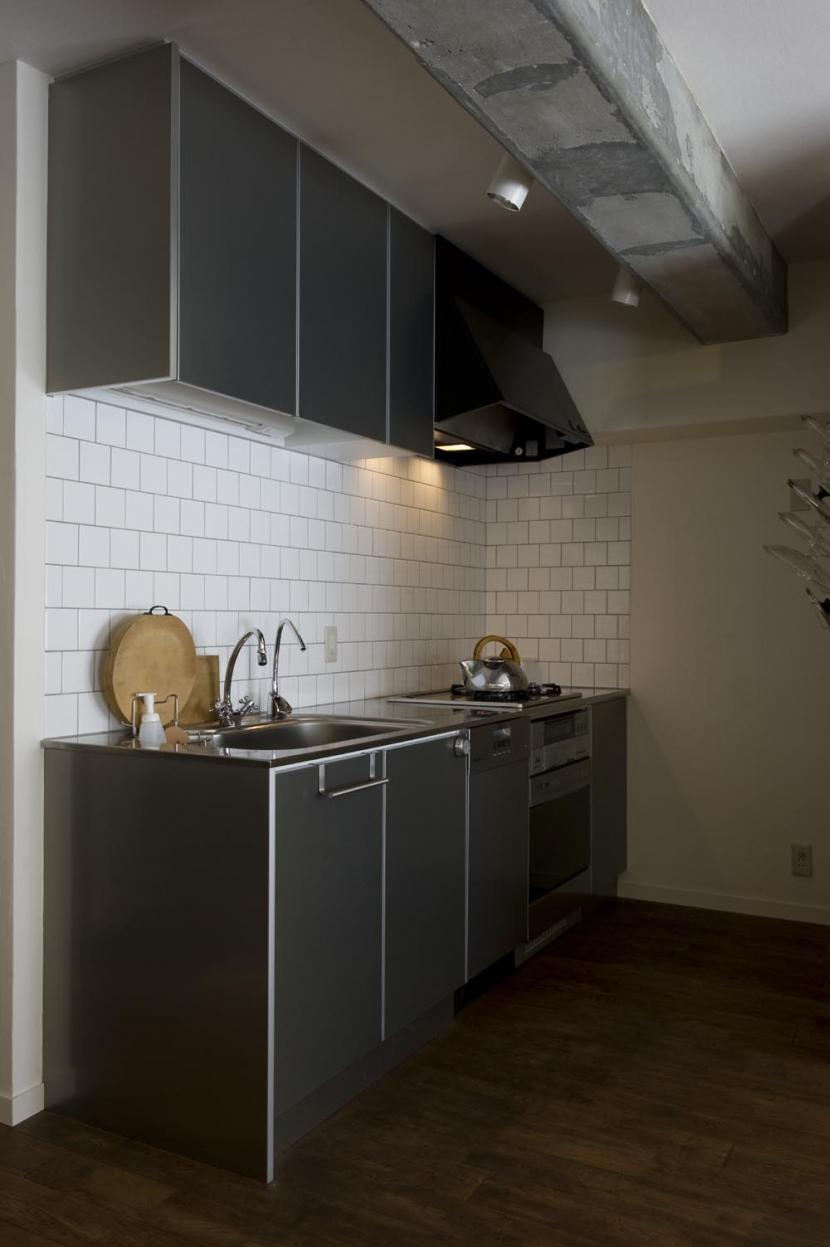 nr邸・アンティークな家具たちが映えるお部屋にの写真 I字型キッチン