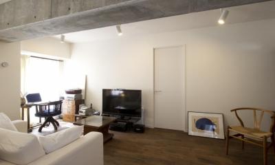 リビング2|nr邸・アンティークな家具たちが映えるお部屋に