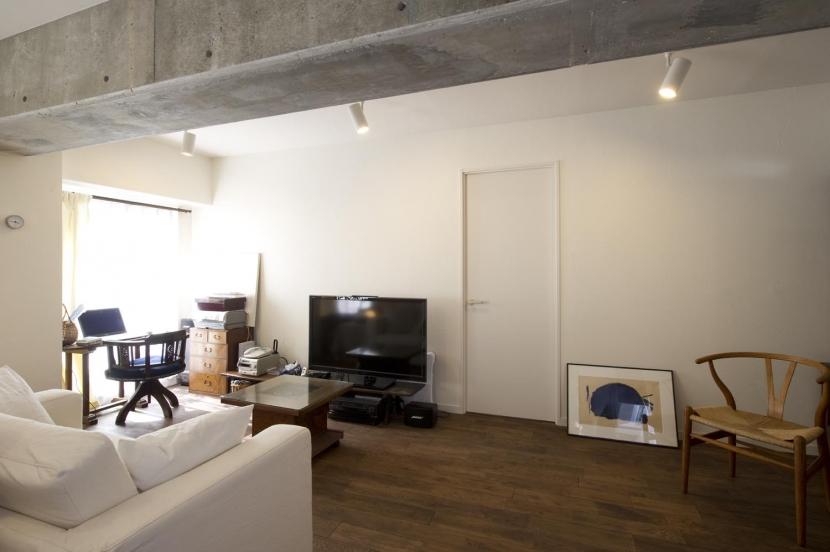 nr邸・アンティークな家具たちが映えるお部屋にの写真 リビング2