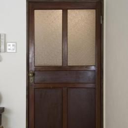 nr邸・アンティークな家具たちが映えるお部屋に (アンティークの扉)
