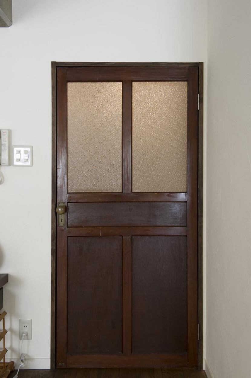 nr邸・アンティークな家具たちが映えるお部屋にの部屋 アンティークの扉