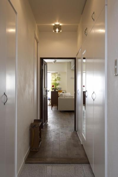 玄関廊下~LDK (nr邸・アンティークな家具たちが映えるお部屋に)