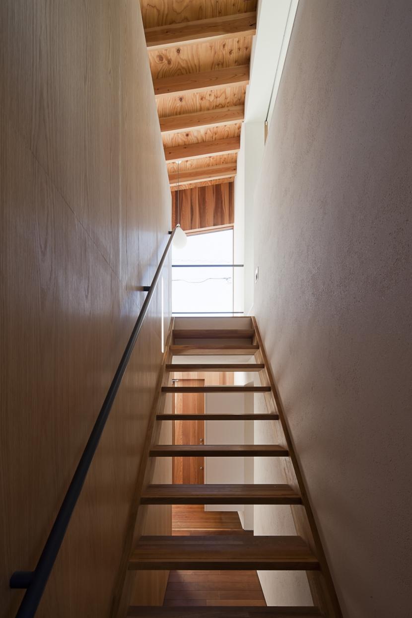 対のいえの部屋 階段