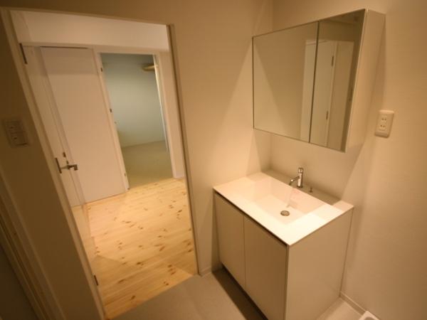 ANP~ラフな白ブリックタイルも~の部屋 洗面所