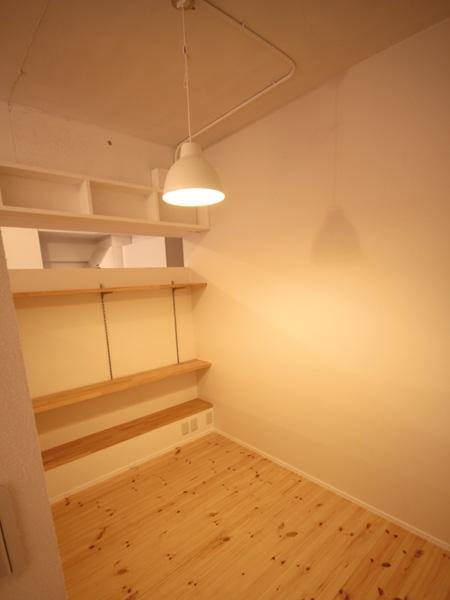 ANP~ラフな白ブリックタイルも~の部屋 ベッドスペース