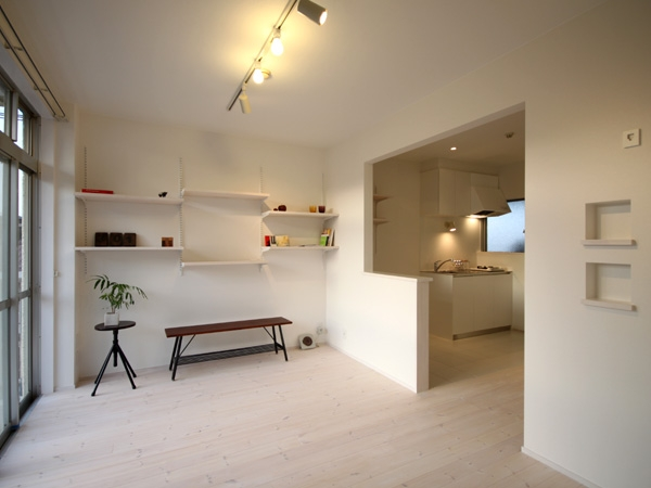 1K部屋 (@ajito~白い壁と白い床~)