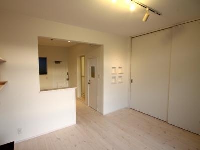 @ajito~白い壁と白い床~ (1K)