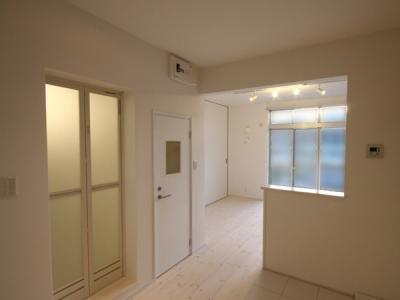 @ajito~白い壁と白い床~ (1k(玄関部分から))