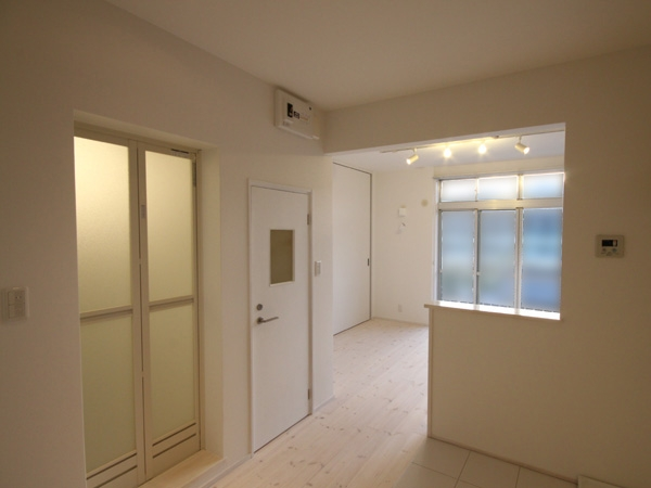 @ajito~白い壁と白い床~の部屋 1k(玄関部分から)