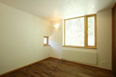 寝室 (軽井沢 灯りの家)
