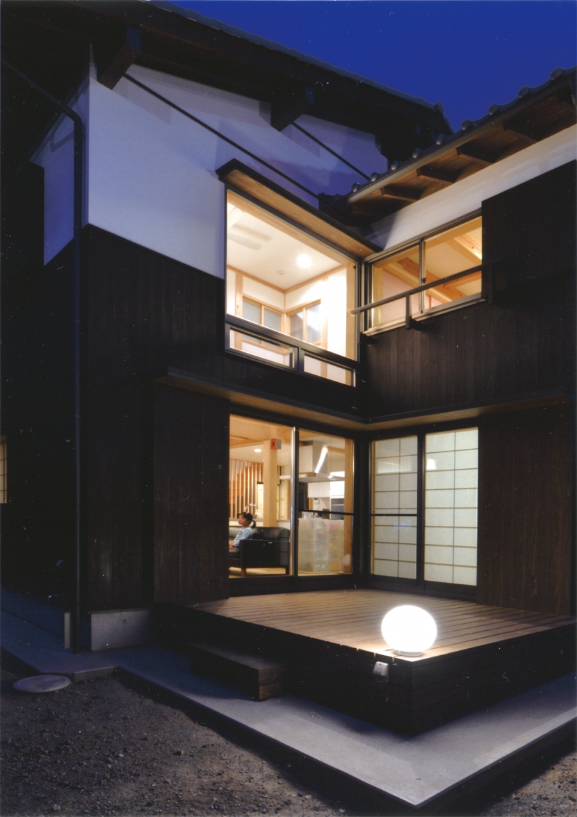 夏涼しく、冬暖かい環境共生住宅の部屋 コーナー型デッキ