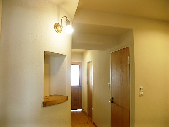 フレンチカントリーの家の写真 玄関廊下