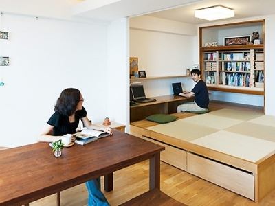 リビング、小上がり和室 (LDKと一体感のある畳スペース)