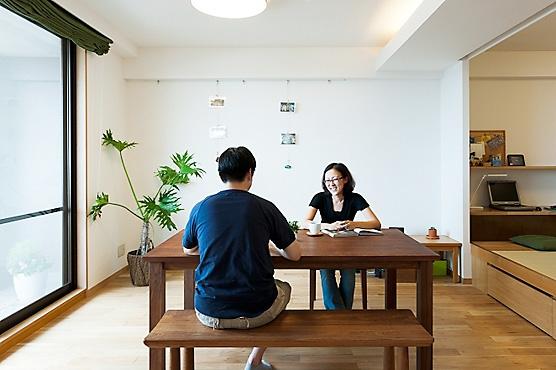 LDKと一体感のある畳スペースの写真 リビング