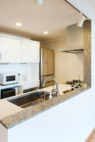 キッチン (LDKと一体感のある畳スペース)