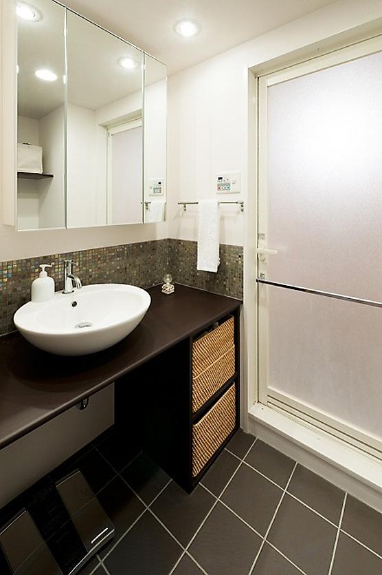 LDKと一体感のある畳スペースの写真 洗面所