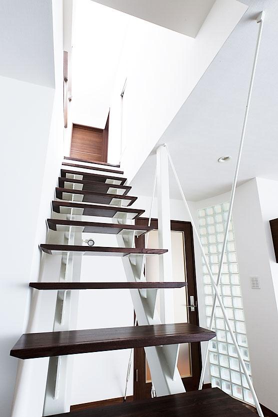 モダンデザインハウスの部屋 階段