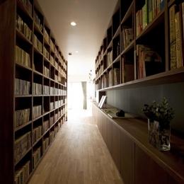 兵庫県K邸 (玄関廊下-本棚)