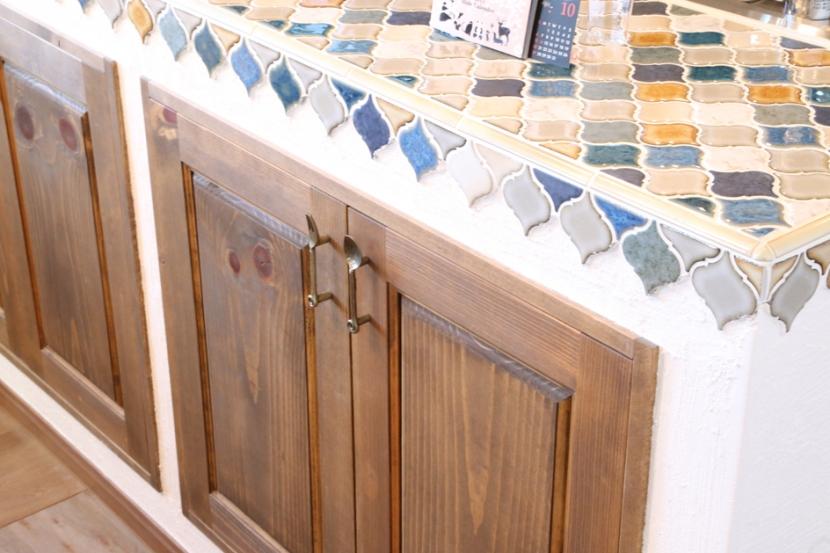 case114・地中海リゾートが漂う漆喰塗り壁の住まい。の部屋 キッチンタイル