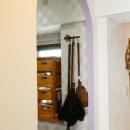 case114・地中海リゾートが漂う漆喰塗り壁の住まい。の写真 アーチ型入口。