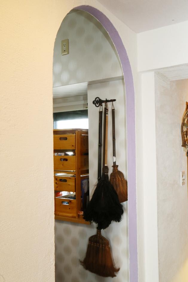 case114・地中海リゾートが漂う漆喰塗り壁の住まい。 (アーチ型入口。)