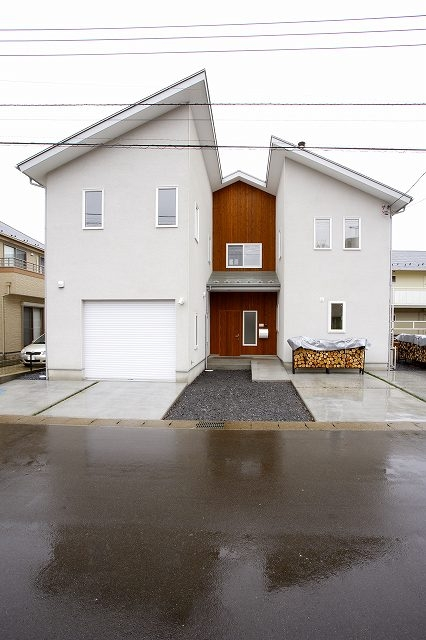 栃木県下野市の新築注文住宅 YM-house (東面外観)