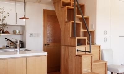 K邸・こだわりの家具と一緒に楽しむ住まい (階段)