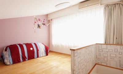 K邸・こだわりの家具と一緒に楽しむ住まい (ロフト部分(寝室兼プレイルーム))