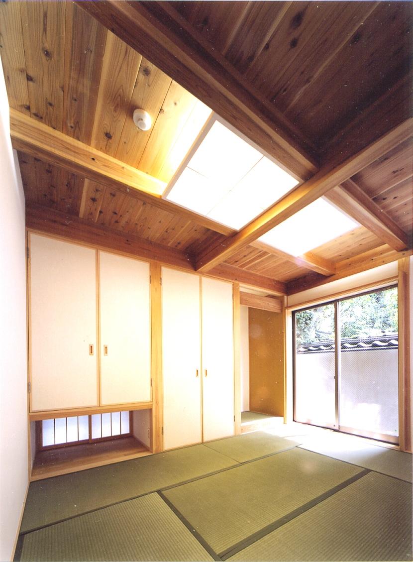 建築家:川口成人「ベンガラ格子のある家」