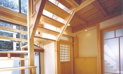 ベンガラ格子のある家 (玄関、階段)
