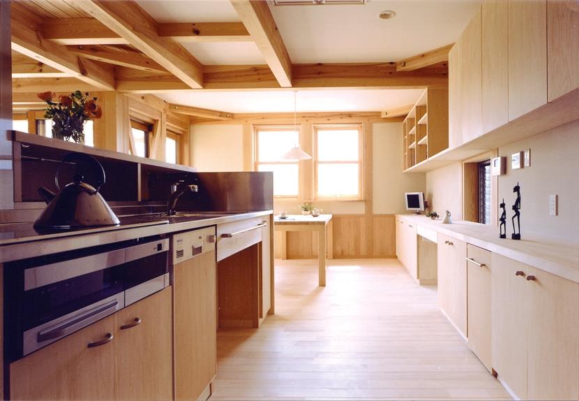 小屋裏までの大空間「ひばの森」の部屋 造り付けのオーダーキッチン