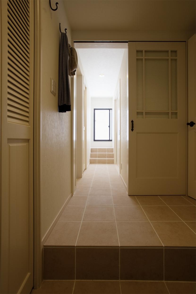 U邸・南欧の田舎家にあこがれてゆったり暮らす (玄関廊下)