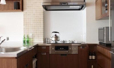 T邸・南の風が吹き抜けるカフェリゾート空間 (キッチン)