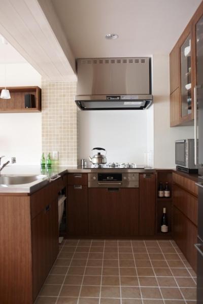 キッチン (T邸・南の風が吹き抜けるカフェリゾート空間)