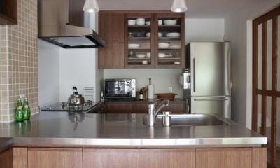 キッチン|T邸・南の風が吹き抜けるカフェリゾート空間