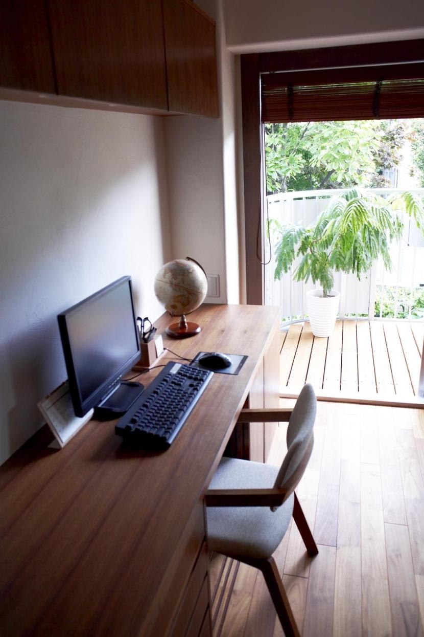 T邸・南の風が吹き抜けるカフェリゾート空間の写真 PCスペース